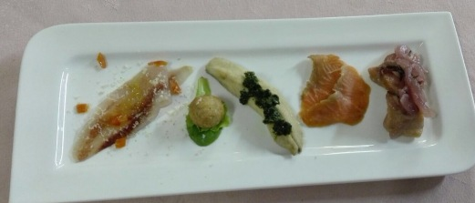 Un piatto che offre i genuini sapori del Lago di Como Salmerino, Cavedano, Trotta, Carpione...